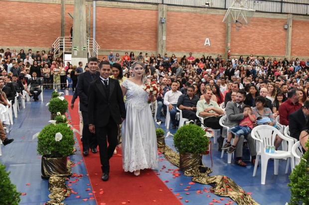 Casamento comunitário promove a união de 133 casais em Caxias do Sul Cláudia Velho/Divulgação/UCS