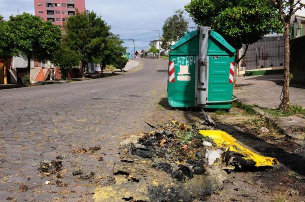 Mais de 90 contêineres de lixo foram queimados em Caxias neste ano Roni Rigon/Agencia RBS