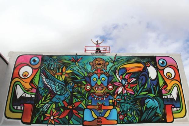 Caxiense Fábio Panone Lopes pinta mais um mural no artístico bairro de Wynwood, em Miami Basel House Mural Festival/Divulgação
