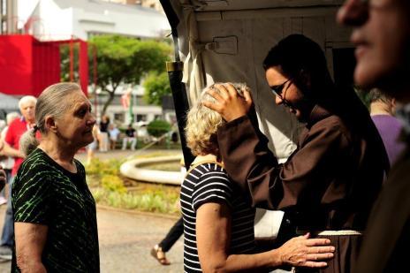 Cerca de 10 mil pessoas devem receber bênção dos Capuchinhos na praça Dante, em Caxias (Lucas Amorelli/Agencia RBS)