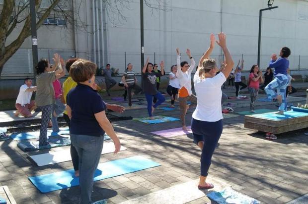 Iniciativa Yoga na Praça, em Caxias, retorna neste sábado Vera Damian/Divulgação