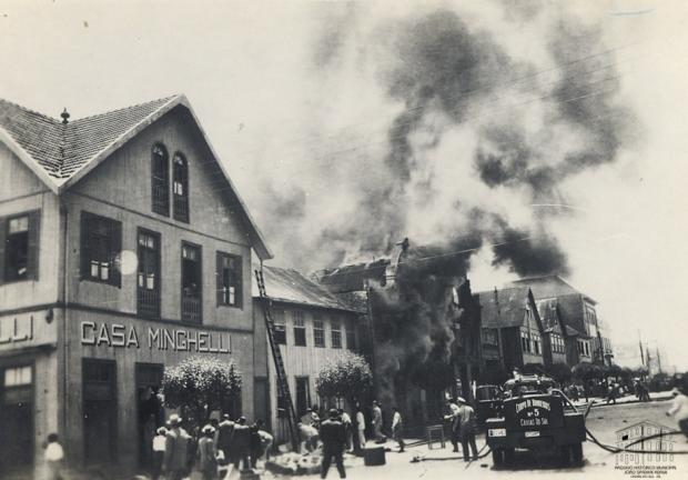 O incêndio da Ferragem Caxiense em 1952 Arquivo Histórico Municipal João Spadari Adami / divulgação/divulgação