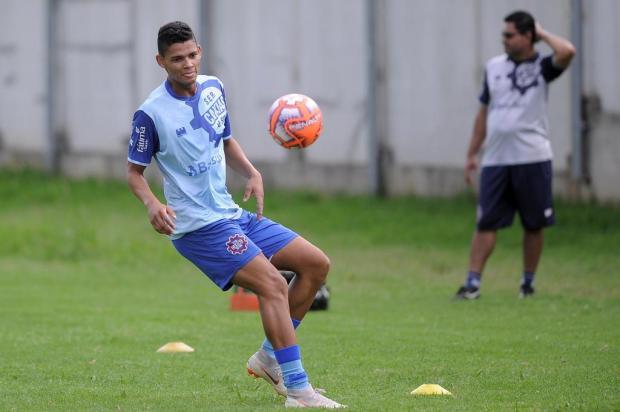 Atacante João Vitor inicia treinamentos com a equipe do Caxias Felipe Nyland/Agencia RBS