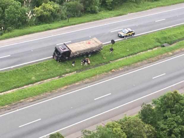 Vídeo: Motorista de Caxias é preso em Curitiba após 63km de manobras perigosas e tiros Divulgação / PRF/PRF