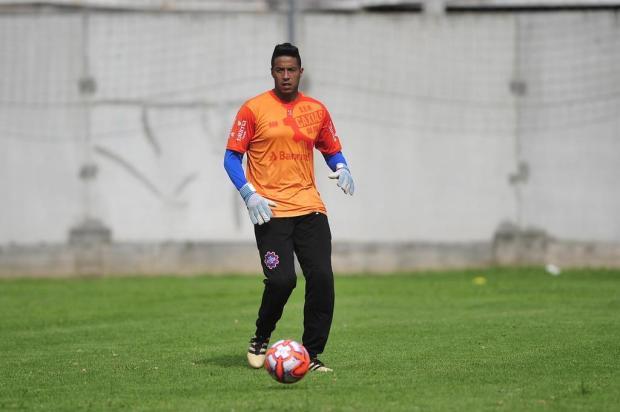 Após quatro anos no exterior, goleiro Lee quer retomada no Brasil Antonio Valiente/Agencia RBS