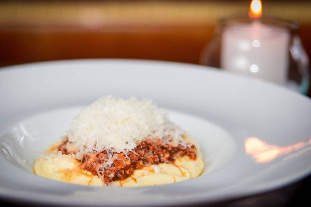 Na cozinha: experimente polenta cremosa com ragu bolonhesa Priscilla Fiedler / Divulgação/Divulgação