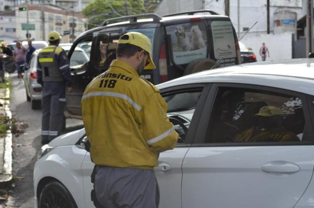 50 motoristas são flagrados sem cinto de segurança em pouco mais de uma hora de fiscalização em Caxias Leonardo Portella/Divulgação