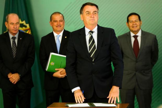 """""""Só não tinha arma quem não queria"""", diz delegado da PF da Serra sobre decreto de Bolsonaro Marcelo Camargo / Agência Brasil/Agência Brasil"""