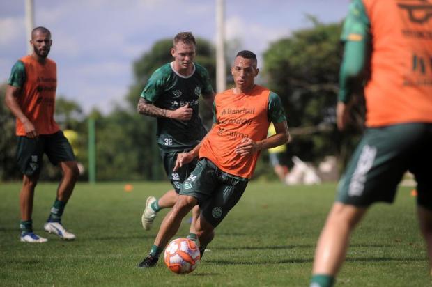 Em negociação que envolve Athletico e Figueirense, atacante deixa o Juventude Marcelo Casagrande/Agencia RBS