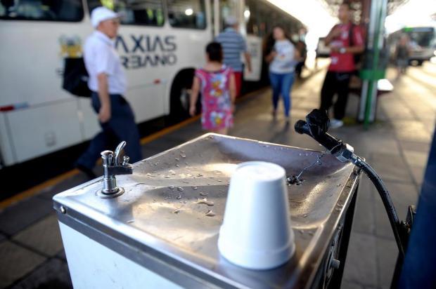 Usuários do transporte coletivo reclamam da falta de bebedouros em terminais de ônibus de Caxias Lucas Amorelli/Agencia RBS