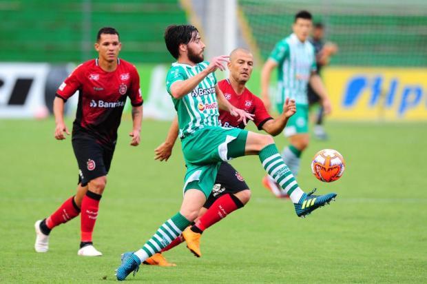 Juventude sai na frente, erra no segundo tempo e empata com o Brasil-Pel Porthus Junior/Agencia RBS