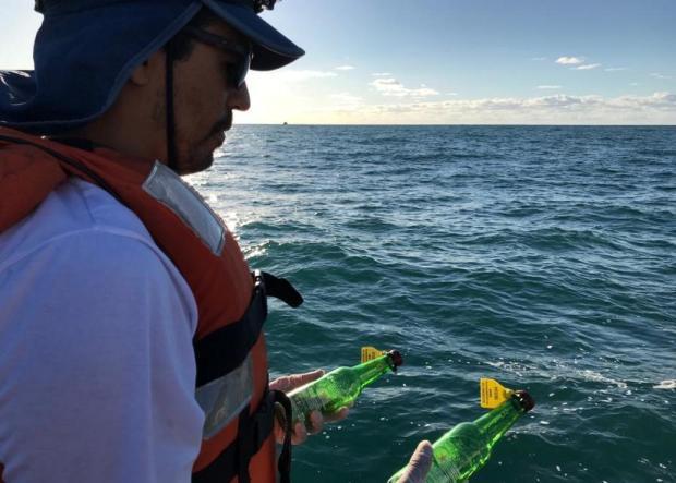 Encontrou uma garrafa verde com bilhete na praia? Veja como ajudar num estudo inédito no RS Paulo Henrique Ott/Uergs/Divulgação