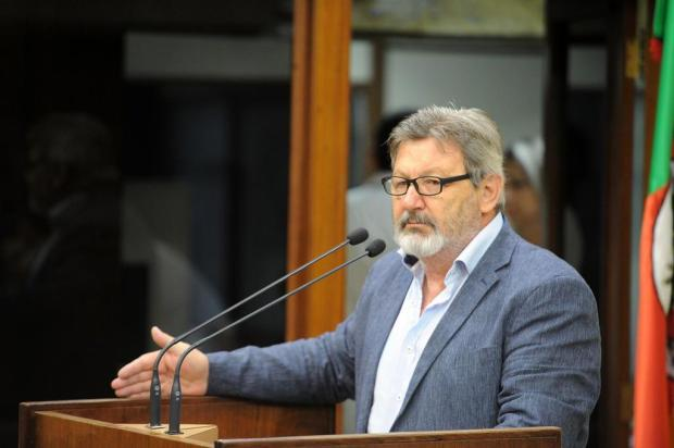 Vereador Frizzo está debruçado sobre o pedido de impeachment do prefeito de Caxias Felipe Nyland/Agencia RBS
