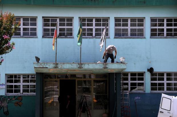 Mutirão une gerações e gera reencontros em ação de limpeza e restauro de Cristóvão, em Caxias Marcelo Casagrande/Agencia RBS