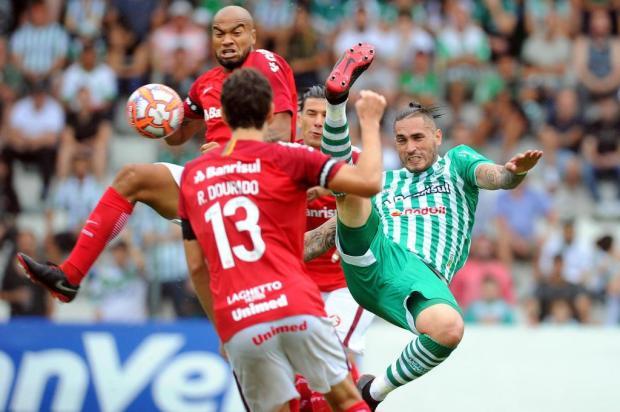 Juventude reclama de pênalti não marcado na primeira etapa contra o Inter Felipe Nyland/Agencia RBS