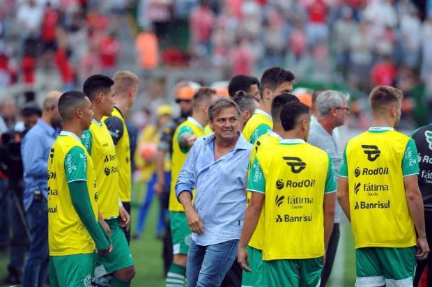 Técnico Winck e auxiliar Zé Carlos podem pegar até seis jogos de suspensão Felipe Nyland/Agencia RBS