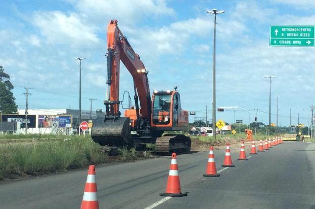 Alargamento da RS-453 no acesso à Havan será finalizado após reposicionamento de postes  André Fiedler/Agencia RBS