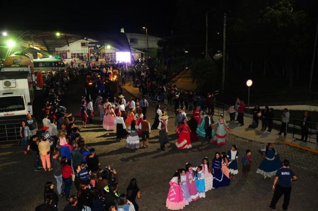 Primeiro desfile nos Pavilhões mostra que a nova proposta se adapta melhor à casa da festa Porthus Junior/Agencia RBS