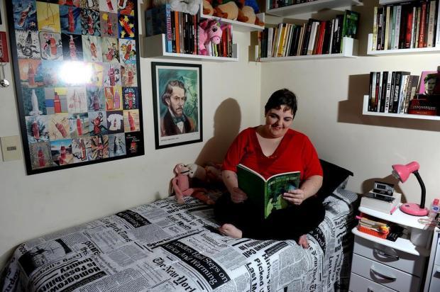 "Escritora caxiense Maya Falks lança ""Poemas para ler no Front"", neste sábado, no Zarabatana Café Lucas Amorelli/Agencia RBS"
