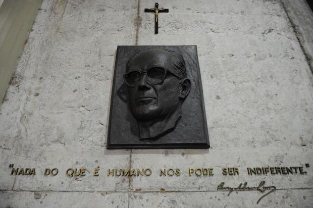 Crucifixo instalado na Casa da Cultura de Caxias chama atenção de frequentadores Felipe Nyland/Agencia RBS