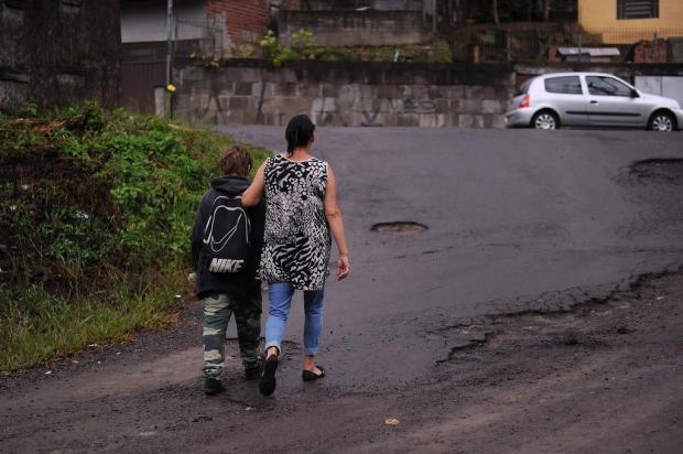 Sem transporte, mãe prefere deixar a filha fora da escola em Caxias do Sul Marcelo Casagrande/Agencia RBS