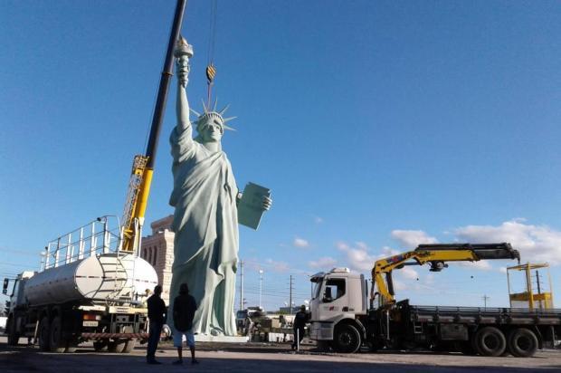 Réplica da Estátua da Liberdade da Havan é instalada em Caxias Mateus Frazão/Agência RBS