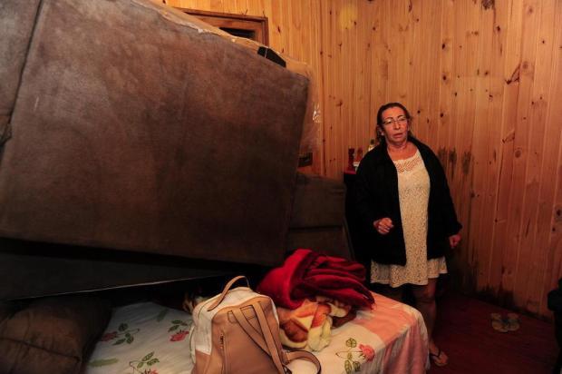Cem casas ficam destelhadas após temporal em Caxias do Sul Porthus Junior/Agencia RBS