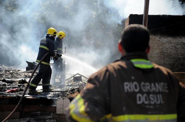 Treze cães morrem em um incêndio em Caxias do Sul Felipe Nyland/Agencia RBS