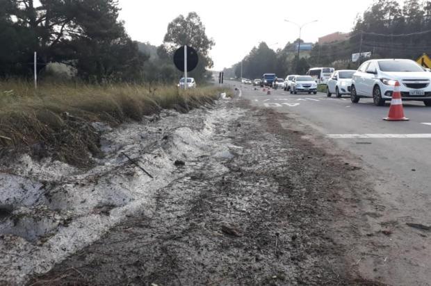 Quase 40 horas depois de temporal, granizo ainda se acumula na RSC-453 em Caxias Jeferson Ageitos/RBS TV