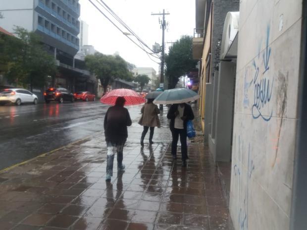 Com alto índice de chuva, moradores de Caxias buscam lona nos bombeiros Marcelo Passarela / Agência RBS/Agência RBS
