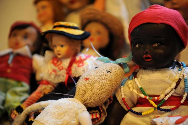 71787ab810 De bonecas a telefones de lata: exposição resgata brinquedos antigos em  Caxias do Sul Felipe