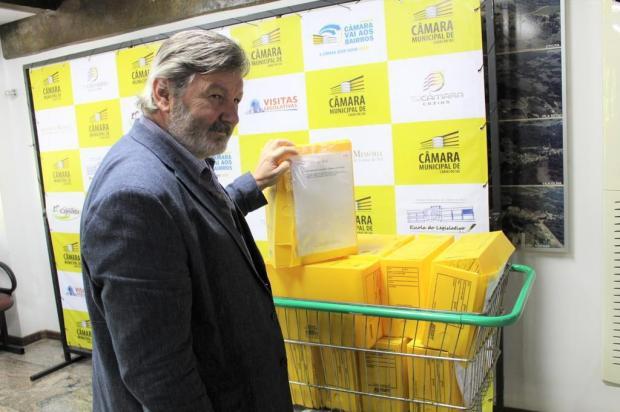Samae envia 10 caixas de papéis com resposta a vereador Gustavo Tamagno Martins/Divulgação