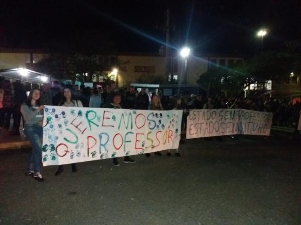 Estudantes protestam contra falta de professores em Farroupilha Guilherme Dolne / Divulgação /Divulgação