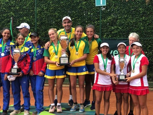 Tenista caxiense conquista o título sul-americano da categoria sub-14 na Colômbia CBT / Divulgação/Divulgação