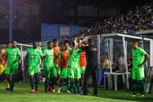 Com golaço de falta, Juventude vence o Paysandu e ganha primeira na Série C Jorge Luiz / Paysandu, Divulgação/Paysandu, Divulgação