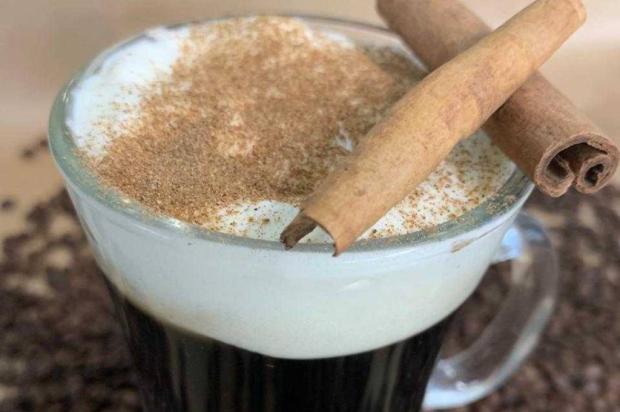 Na cozinha: que tal experimentar o delicioso irish coffee? Débora Moura / Senac-RS/Senac-RS