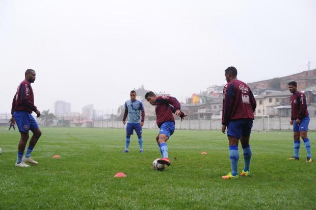 Neblina, frio e treino: Caxias inicia preparação para encarar o líder Cianorte Antonio Valiente/Agencia RBS