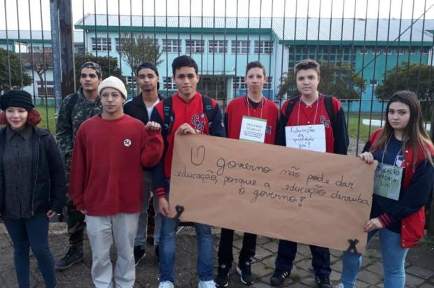 Escolas estaduais de Caxias paralisam atividades contra corte de verbas da educação Jeferson Ageitos/RBSTV