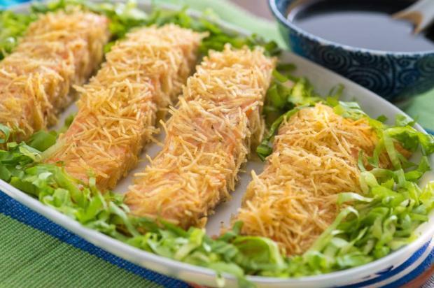 Na cozinha: faça salmão em crosta de batata palha em 20 minutos Yoki / Divulgação/Divulgação