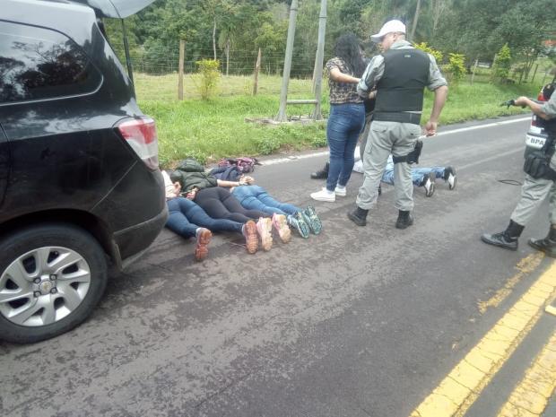 VÍDEO: Denúncia ao 190 leva a prisão de cinco suspeitos de furto em Gramado Brigada Militar / Divulgação/Divulgação