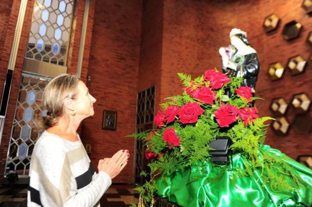Fiéis homenageiam Santa das causas impossíveis em Caxias Porthus Junior/Agencia RBS
