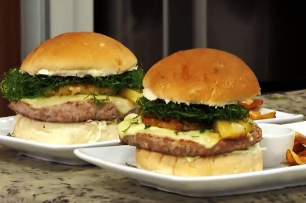 Na Cozinha: fuja do tradicional e inove com hambúrguer de carne de porco e abacaxi Alegra / Divulgação/Divulgação