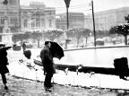 Praça Dante Alighieri coberta de neve em 1965 Hildo Boff / Arquivo Histórico Municipal João Spadari Adami, divulgação/Arquivo Histórico Municipal João Spadari Adami, divulgação