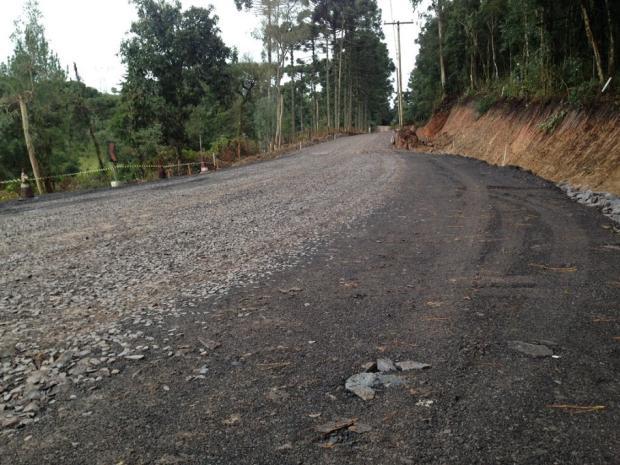 Estrada dos Romeiros recebe brita para facilitar caminhada dos fiéis que vão a Caravaggio André Fiedler / Agência RBS/Agência RBS
