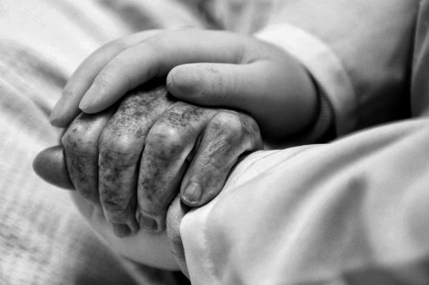 """No momento da partida, nós que seguramos a mão do paciente"" diz enfermeira caxiense Marcelo Casagrande/Agencia RBS"