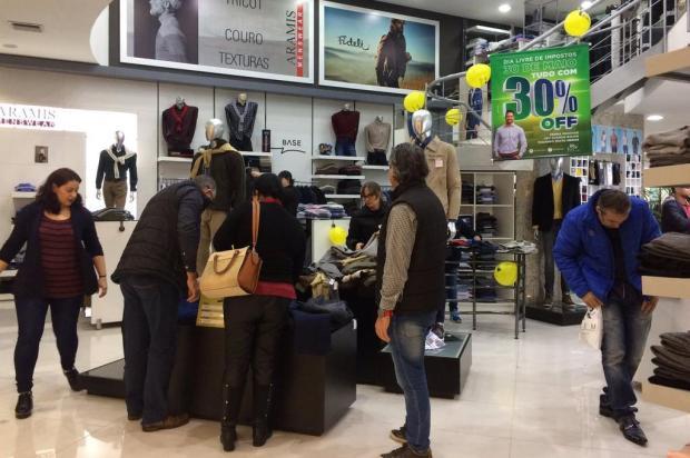 3260bbe82 Dia da Liberdade de Impostos movimenta lojas no Iguatemi Caxias André  Fiedler/Agência RBS