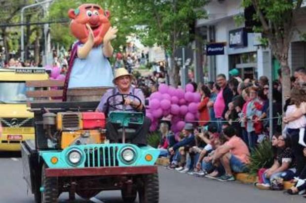 Desfile é atração da Fenavinho em Bento na tarde deste domingo Gilmar Gomes/Divulgação