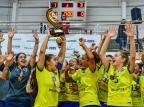 Seleção brasileira feminina de futsal dá show e caxiense levanta a taça do primeiro Grand Prix  Ricardo Artifon / CBFS, Divulgação/CBFS, Divulgação
