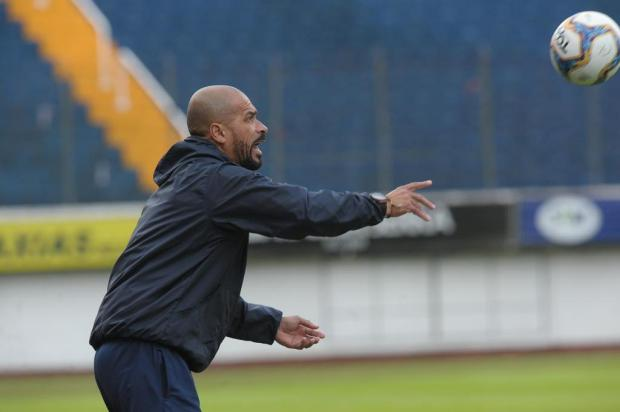 Técnico Pingo elogia paciência do Caxias e defende o centroavante Michel Lucas Amorelli/Agencia RBS