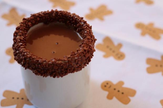 Na Cozinha: você não vai resistir a esse chocolate quente com brigadeiro! Tatiana Tavares/Agencia RBS